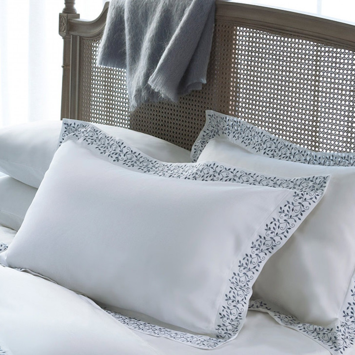 Fleur embroidered pillowcase