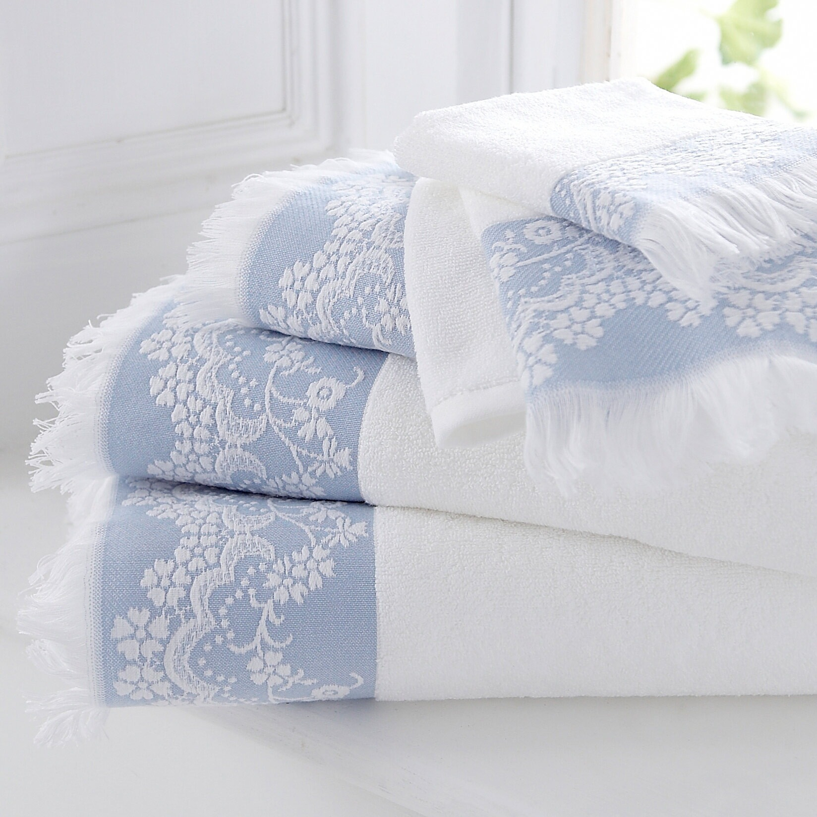 Lace Edged Fluffy Towels