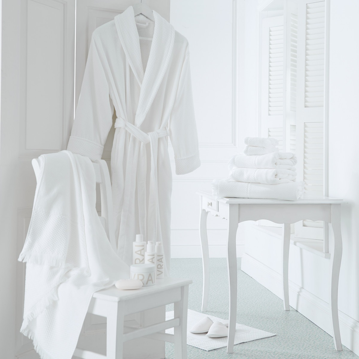 Whire Spa Robe In A Box